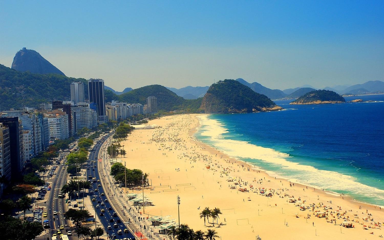 Plajele din Copacabana sunt adorate de către turiștii din întreaga lume
