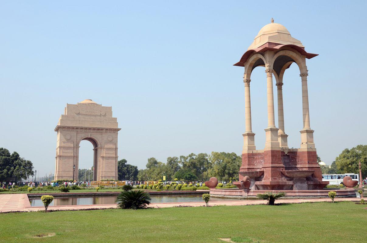 Poarta Indiei și baldachinul