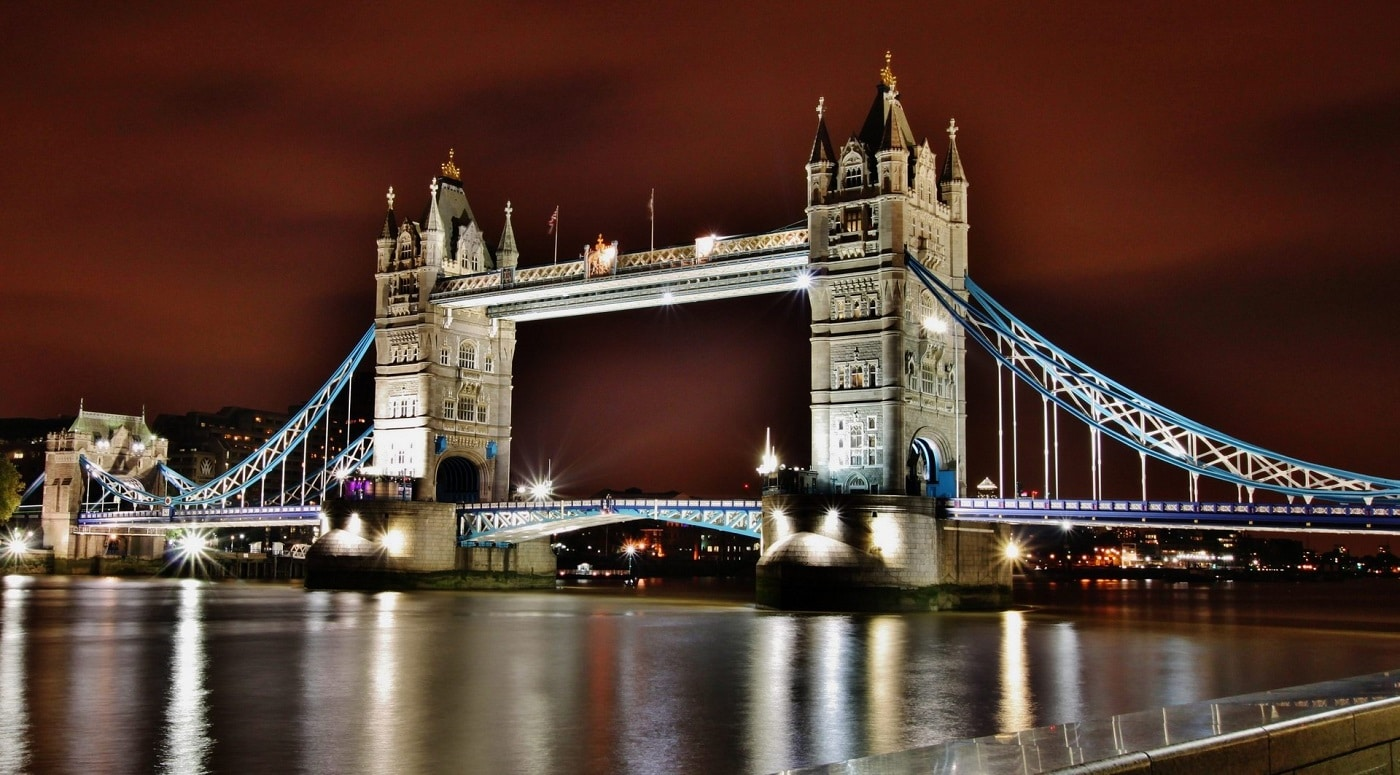 Tower Bridge, edificiul care schimbă orizontul Londrei