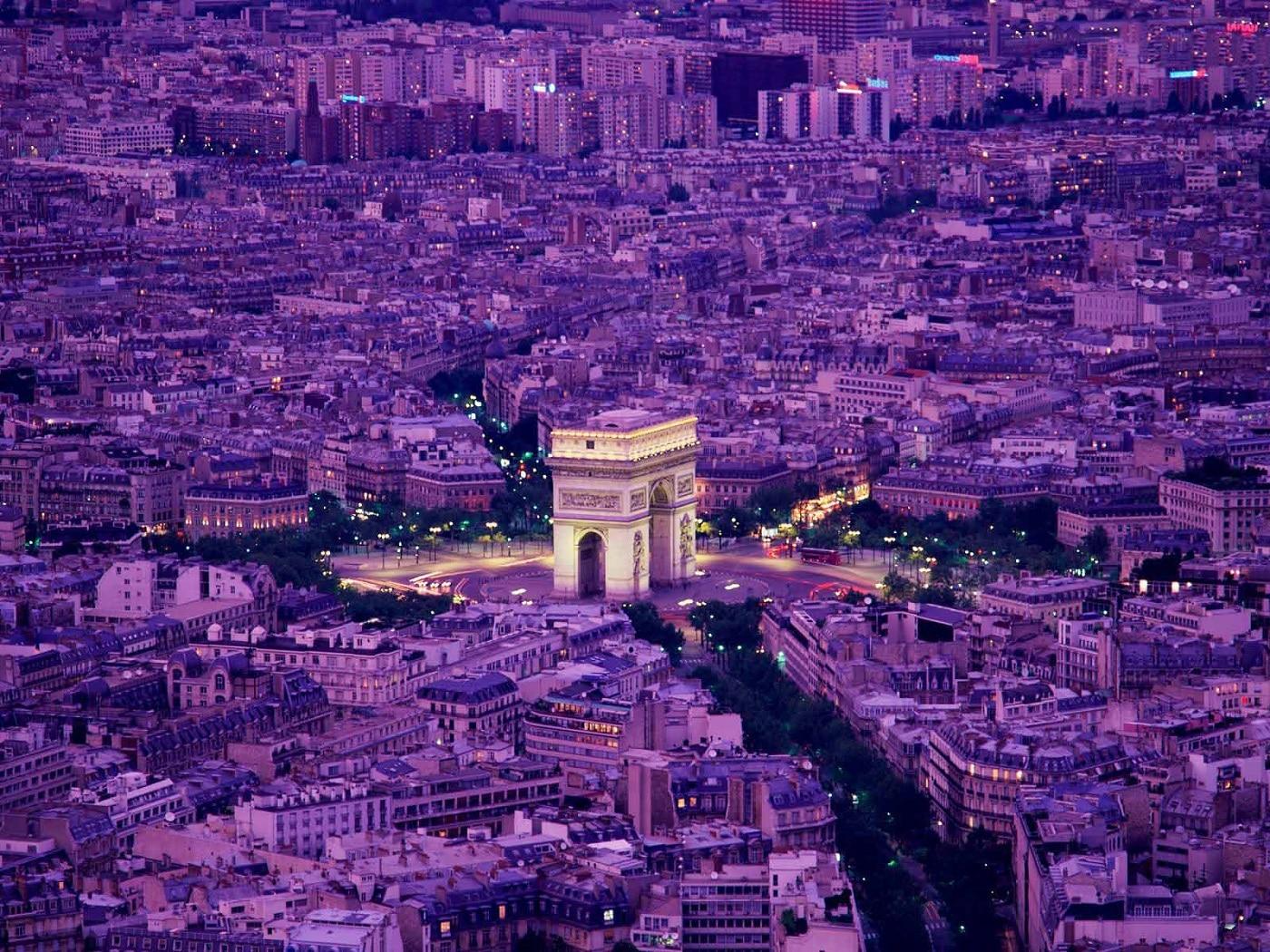 Arcul de Triumf, edificiul care schimbă capitala franceză