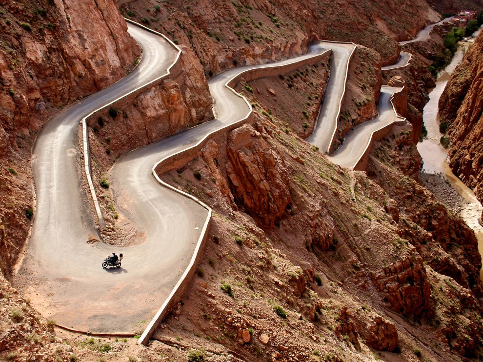 Atlasul Mijlociu, un drum de acces care șerpuiesște prin munți