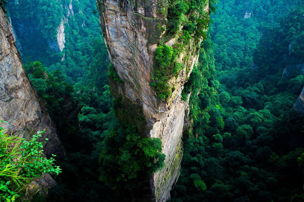 Cea mai înală dintre creste ajunge la 1262 metri