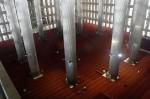 Interiorul moscheei este simplu, dar elementele au diverse semnificații