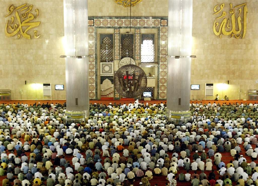 Moscheea este uneori neîncăpătoare
