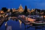 Portul orașului este o zonă splendidă mai ales în timpul nopții