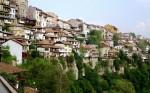 Toate edificiile din Veliko Tarnovo sunt construite după același model