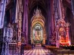 Interiorul catedralei este la fel de impresionant ca și exteriorul