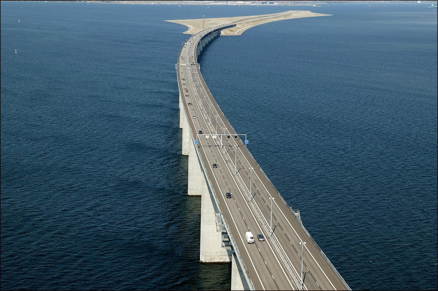 Podul Oresund facilitează accesul dintre Danemarca și Suedia