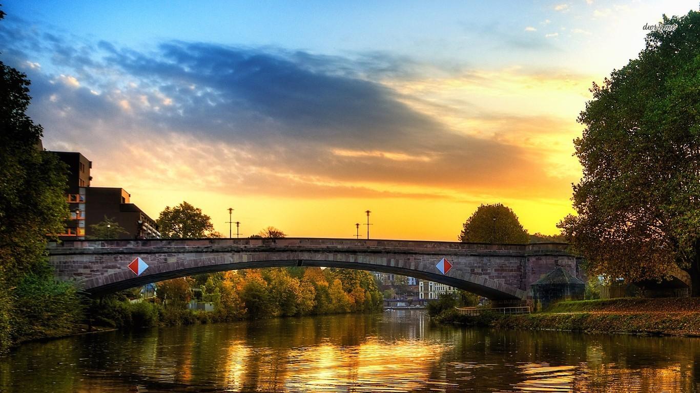 Podul care trece peste Râul Saar