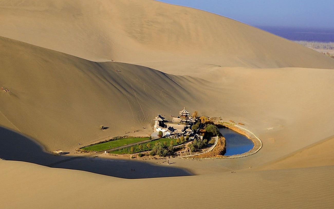 Lacul Crescent, primăvara din Deşertul Gobi