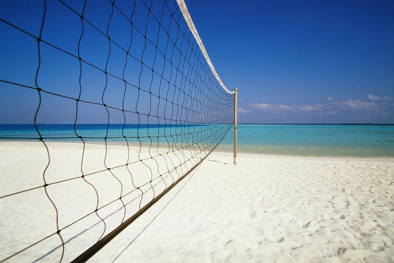 Splendidele plaje din Luanda, amenajate pentru partide de volei