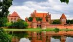 Castelul Malbork este un ansamblu impresionant de turnuri şi castele
