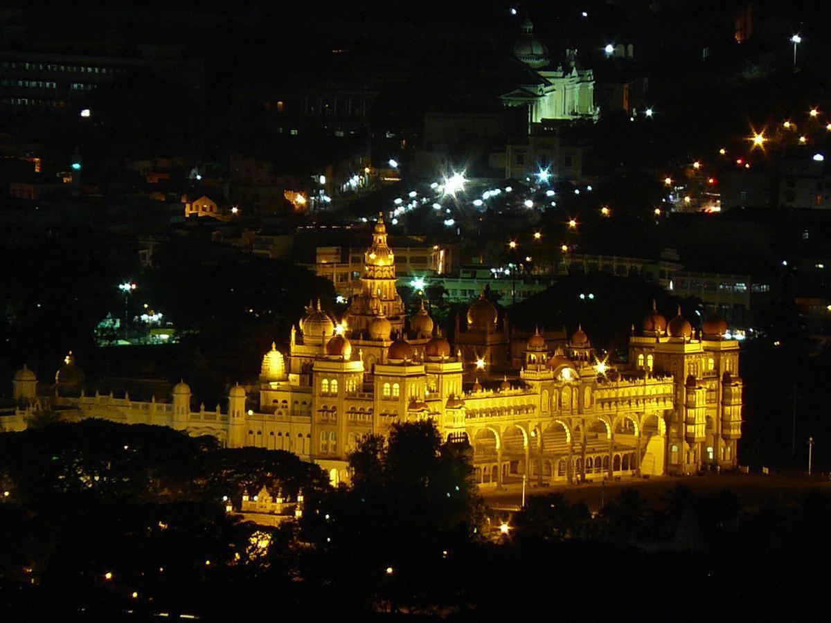 Palatul Mysore, noaptea