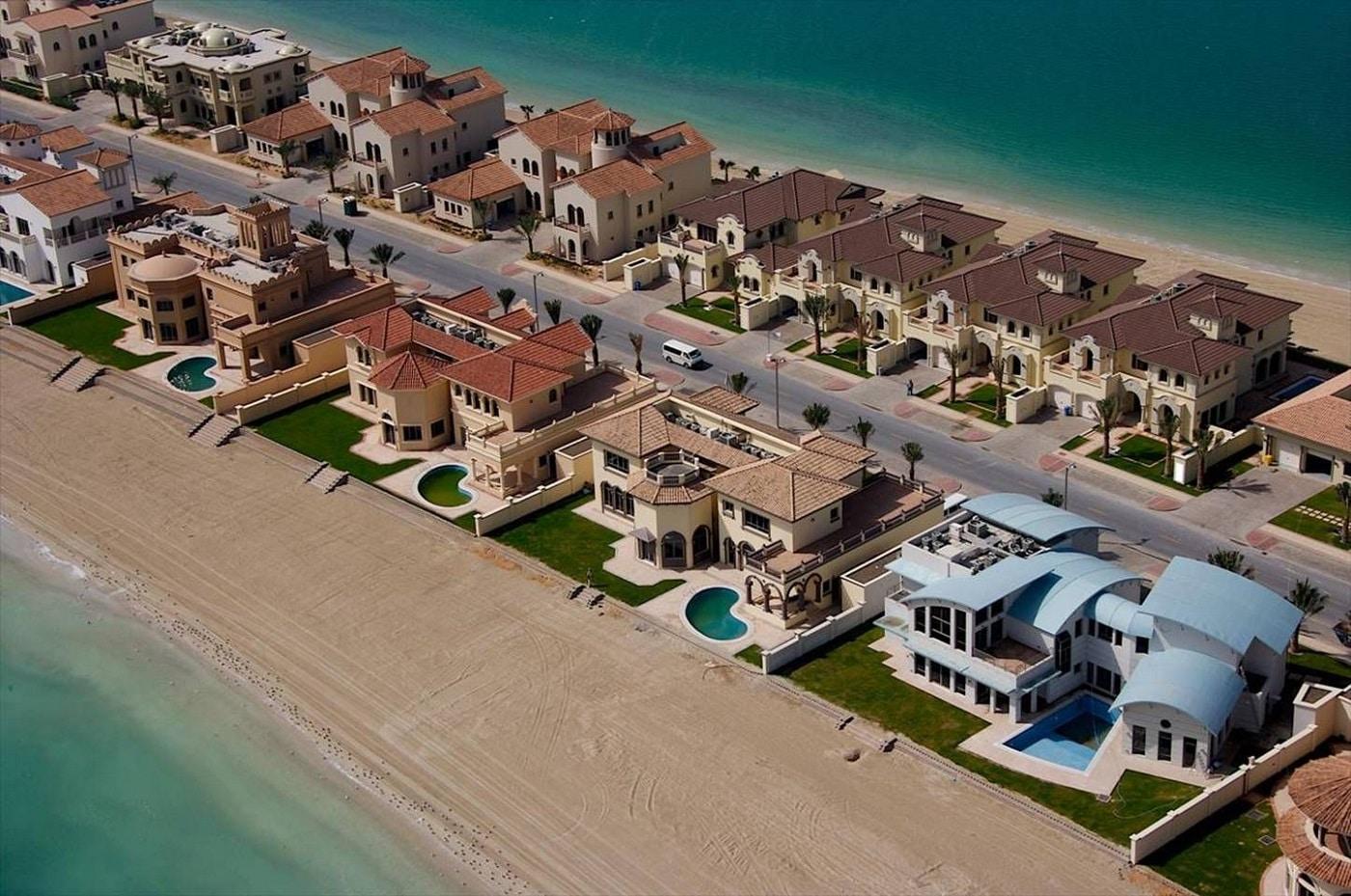 Pe fiecare frunză a palmierului sunt construite hoteluri şi case de vacanţă de lux