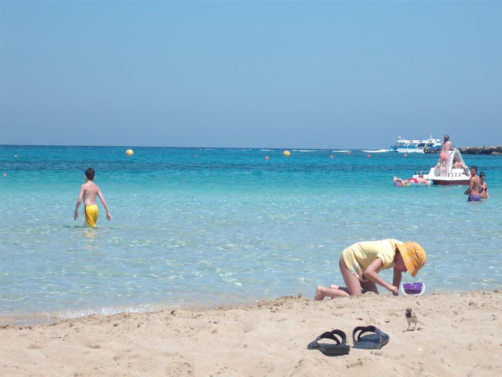 Plaje cu nisip auriu și ape limpezi din Protaras
