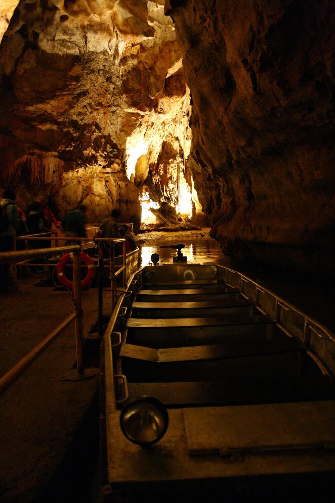 Punctul de plecare în turul peșterii cu barca