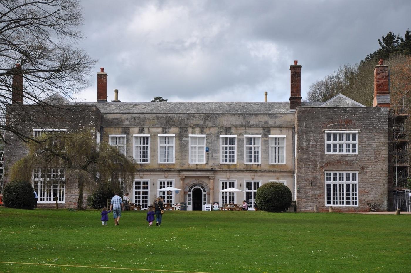 Curtea Cockington, cea mai impunătoare clădire din sat