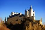 De remarcat este şi forma deosebită a castelului