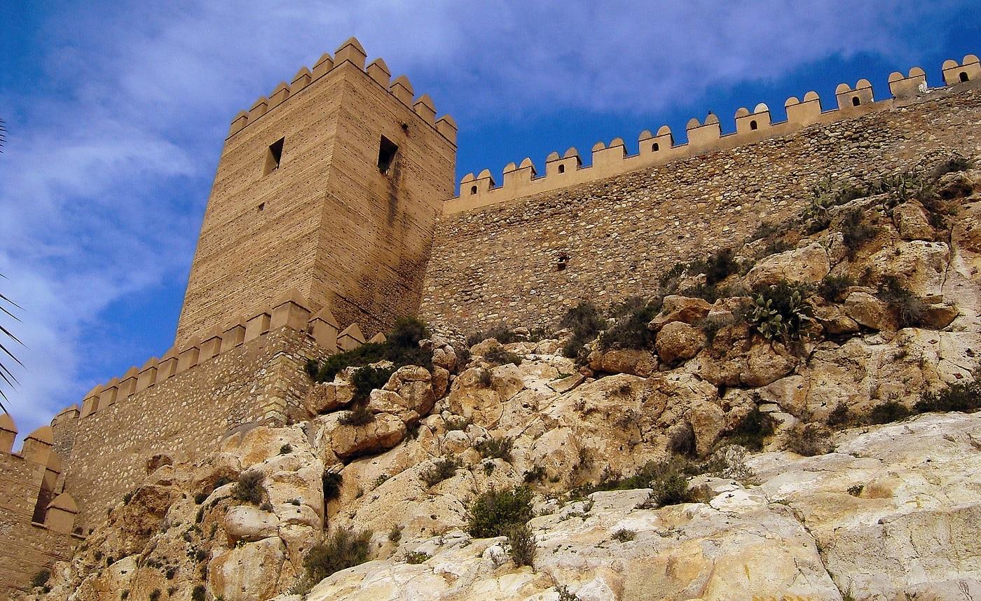 La Alcazaba, zidurile de apărare ale oraşului