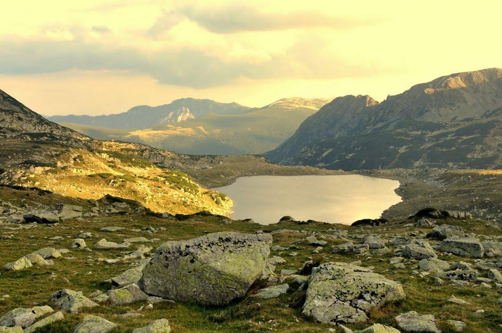 Lacul Bucura, o splendoare în Munţii Retezat