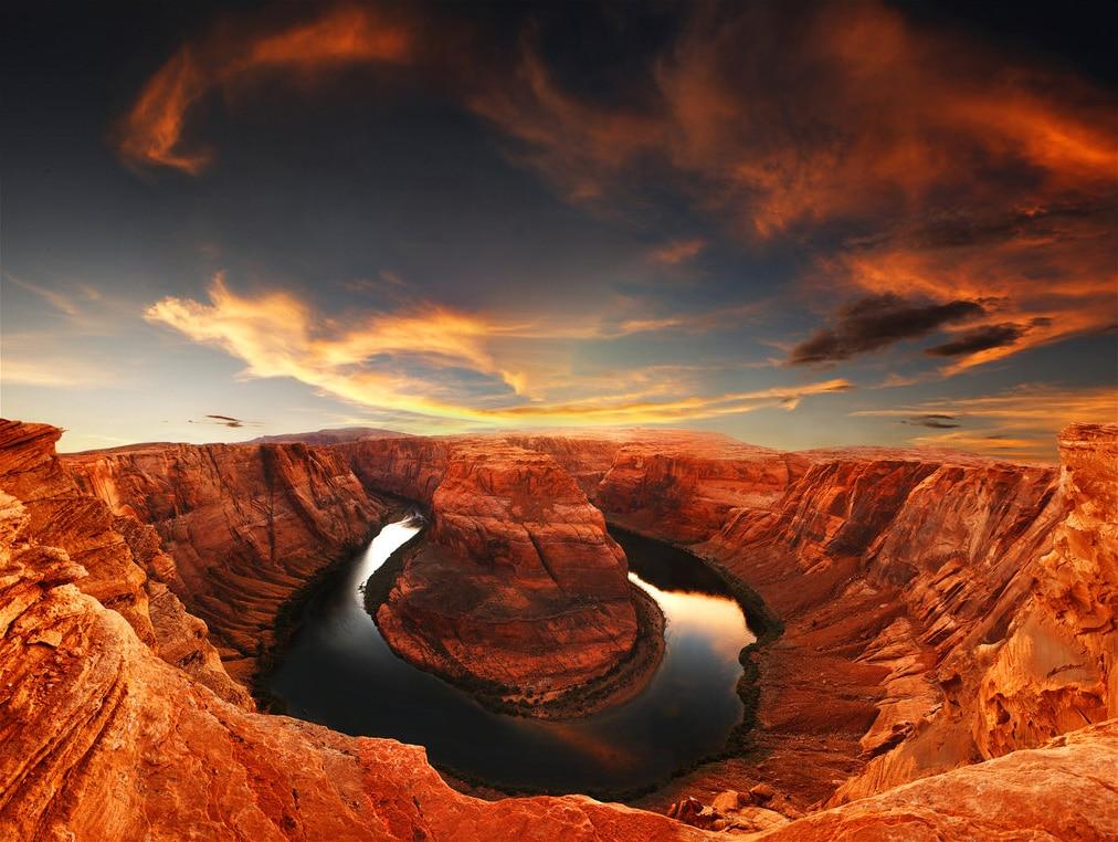 Mineralele au colorat întreaga regiune în nuanţe intense