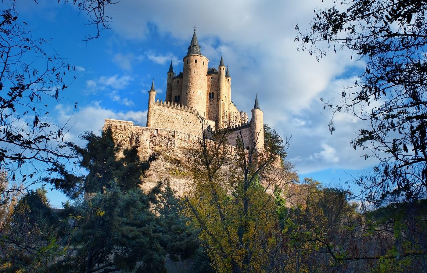 Poziţia castelului oferă privelişti deosebite ale Oraşului Segovia