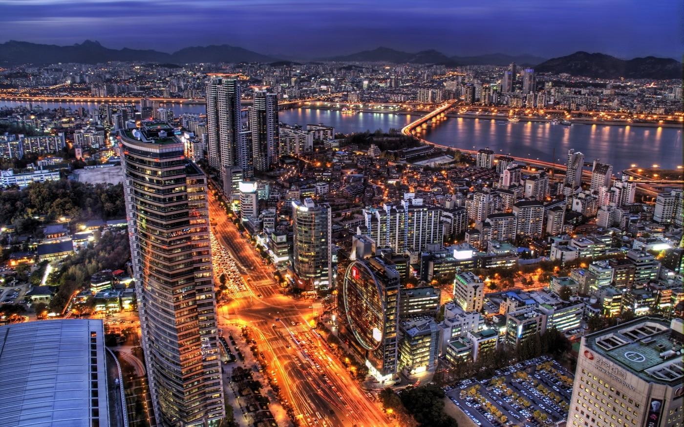 Seoul, panorama oraşului în timpul nopţii