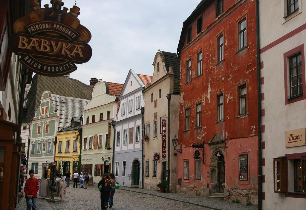 Străzile oraşului păstrează încă aerul medieval