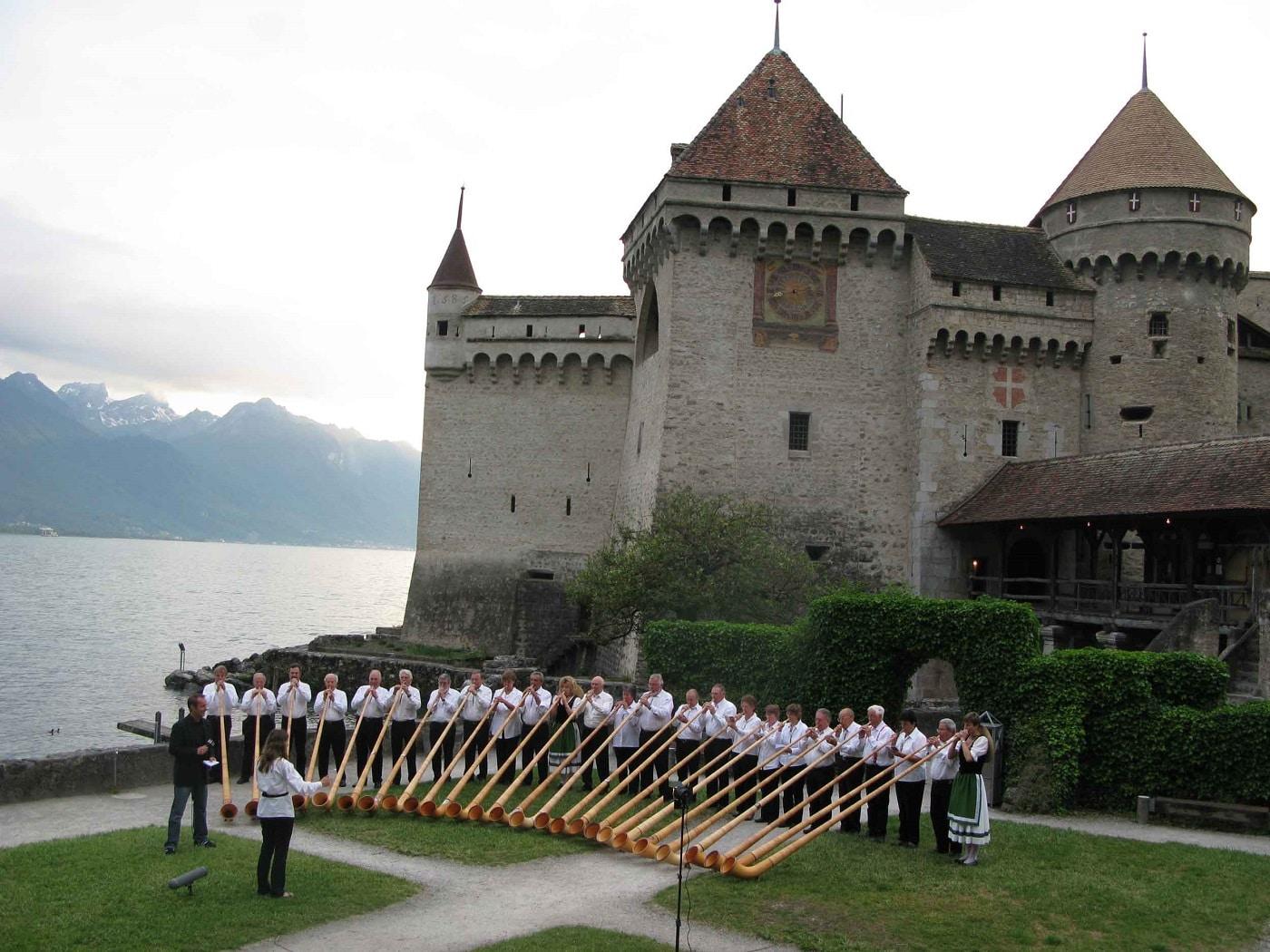 Anual, la castel au loc numeroase evenimente muzicale
