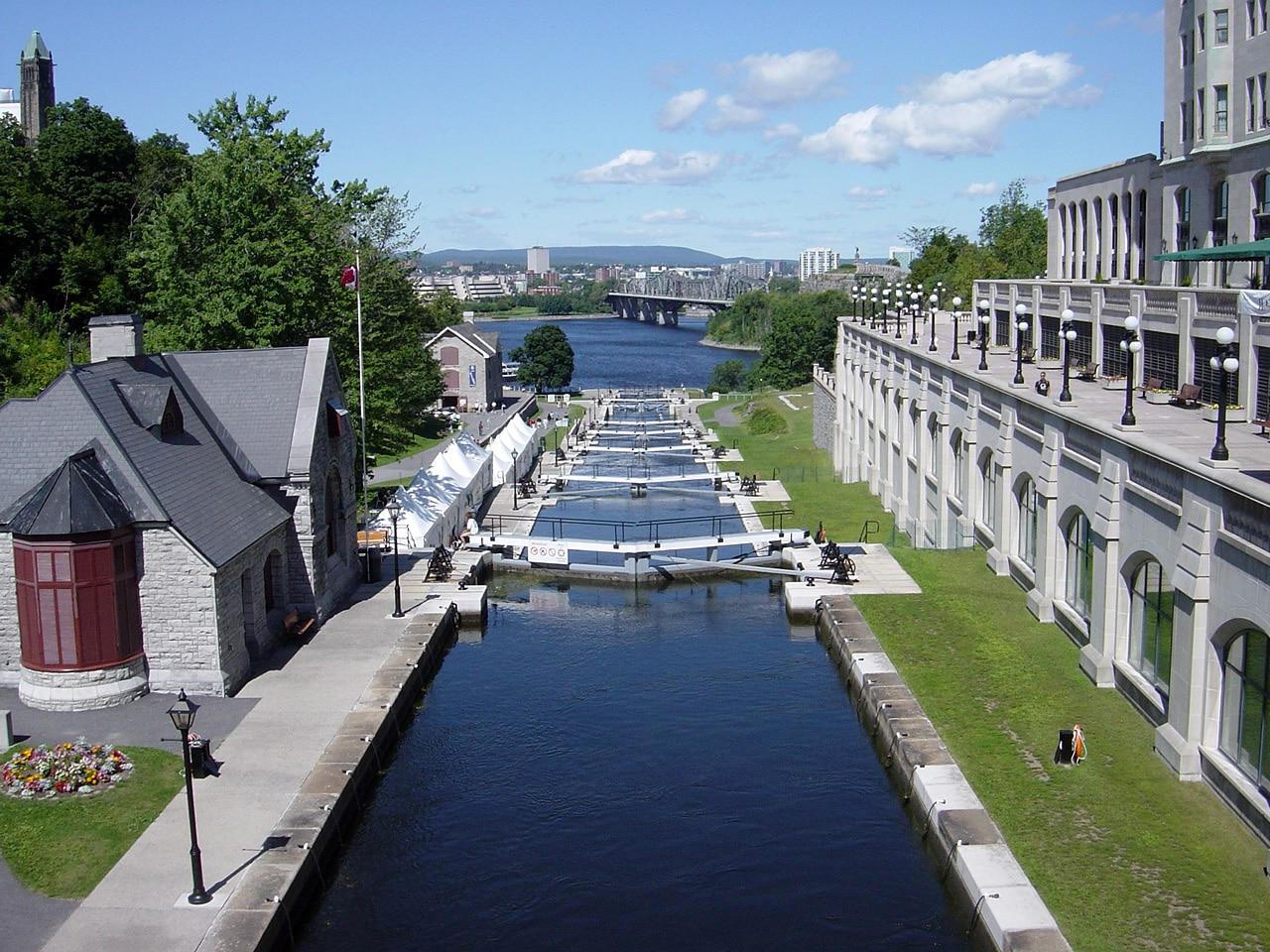 Canalul Rideau oferă oraşului un farmec aparte