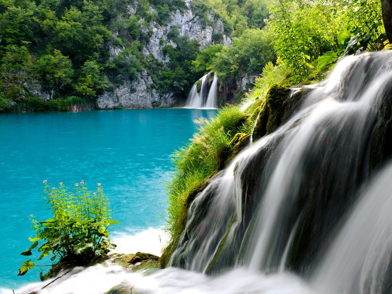Lacurile Plitvice, un ansamblu format din 16 lacuri uimitoare