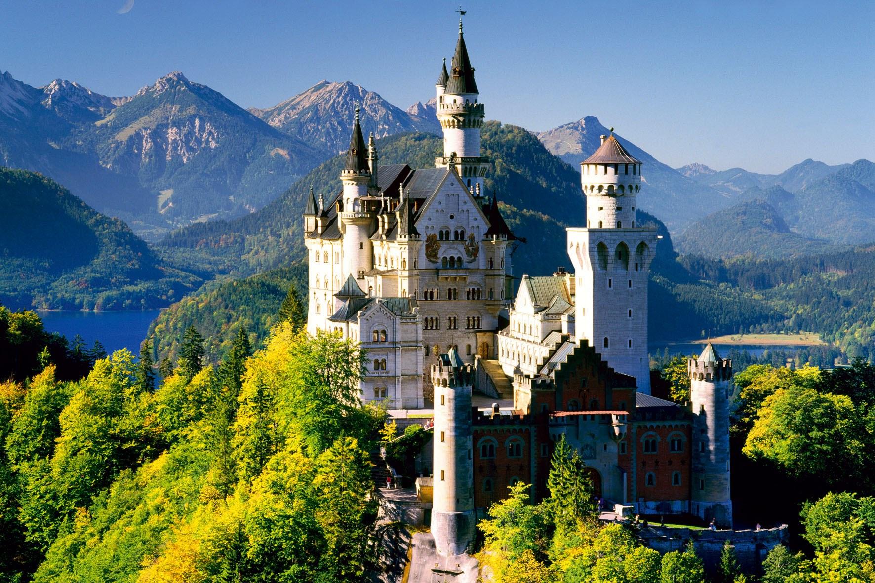 Castelul Neuschwanstein din Germania  - muza artiștilor de pretutindeni