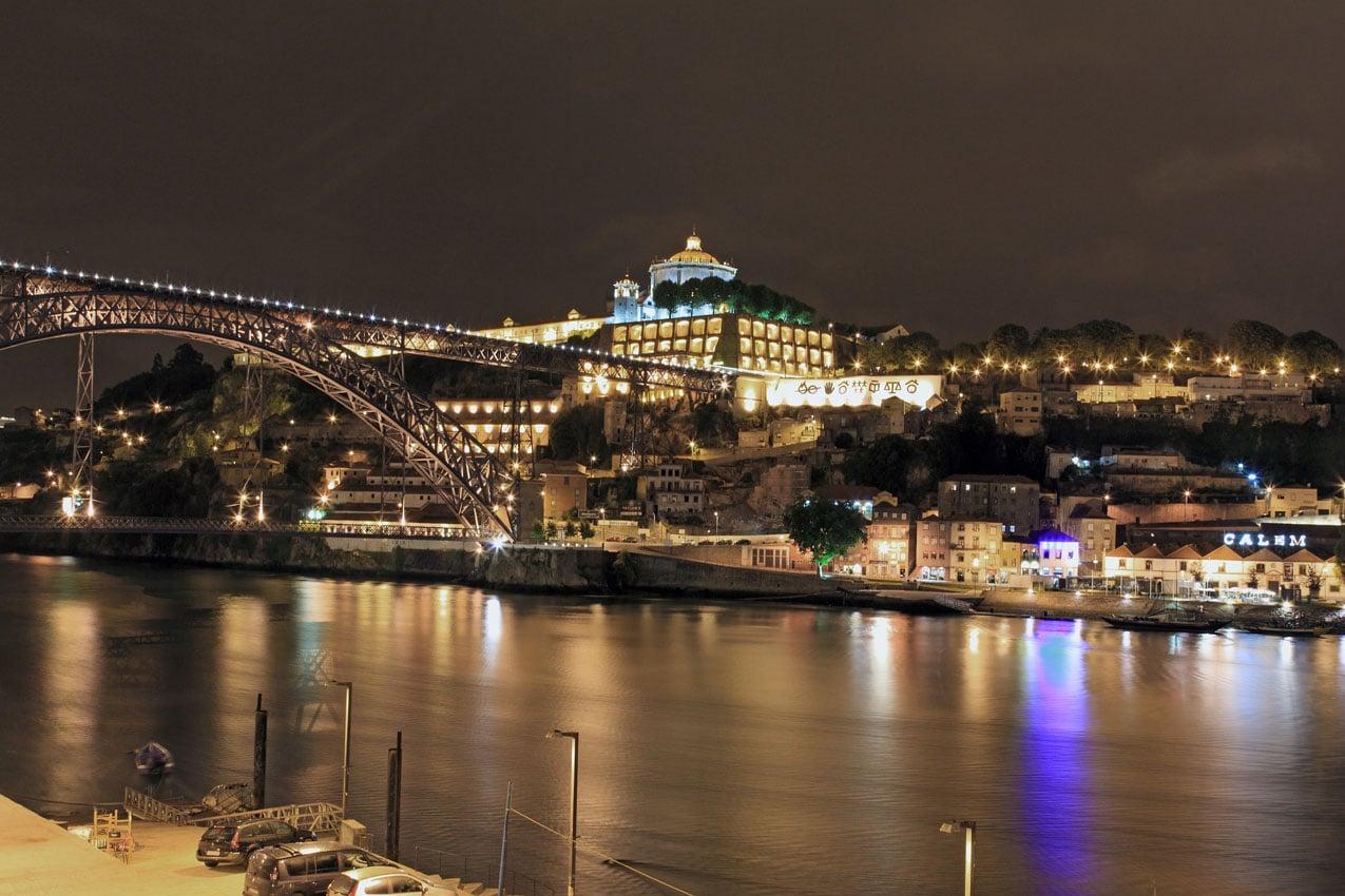 Porto, priveliştea oraşului noaptea
