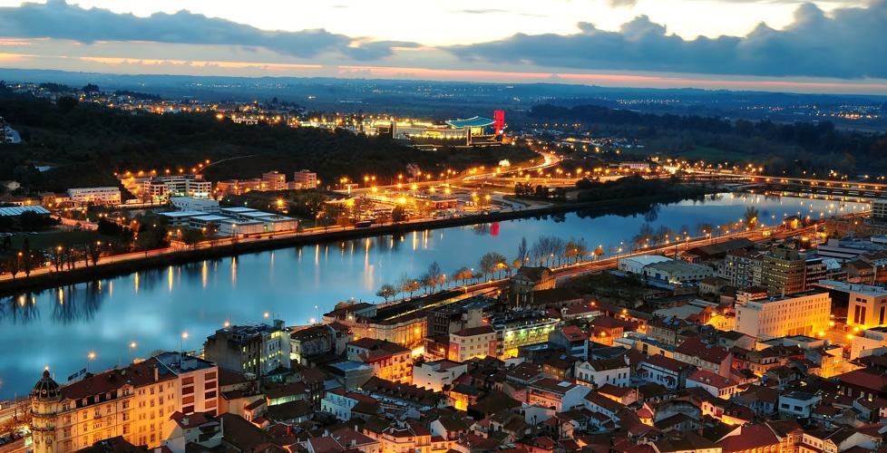 Râul Mondego conferă oraşului un farmec aparte
