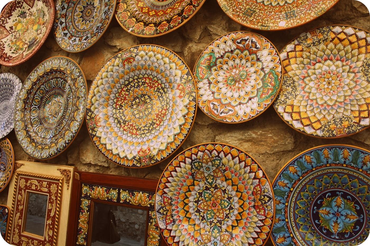 Vasele colorate sunt cele mai căutate suveniruri din Ravello