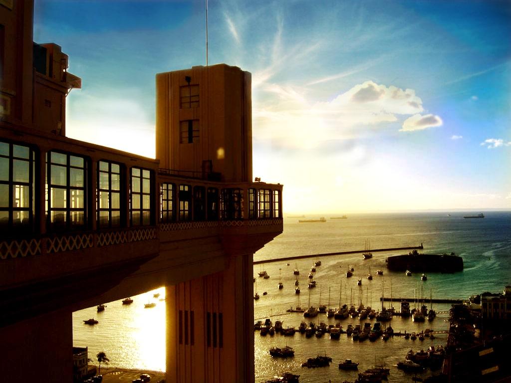 În oraș există un elevator, de acolo turiștii au parte de priveliști uimitoare