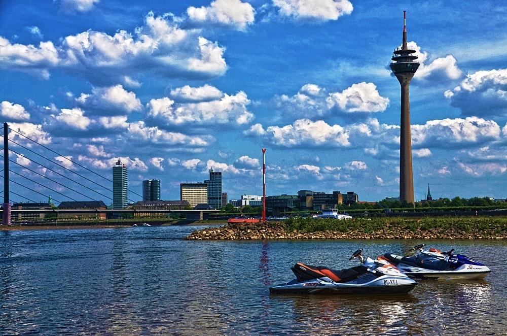Apele Rinului sunt o oportunitate pentru turişti