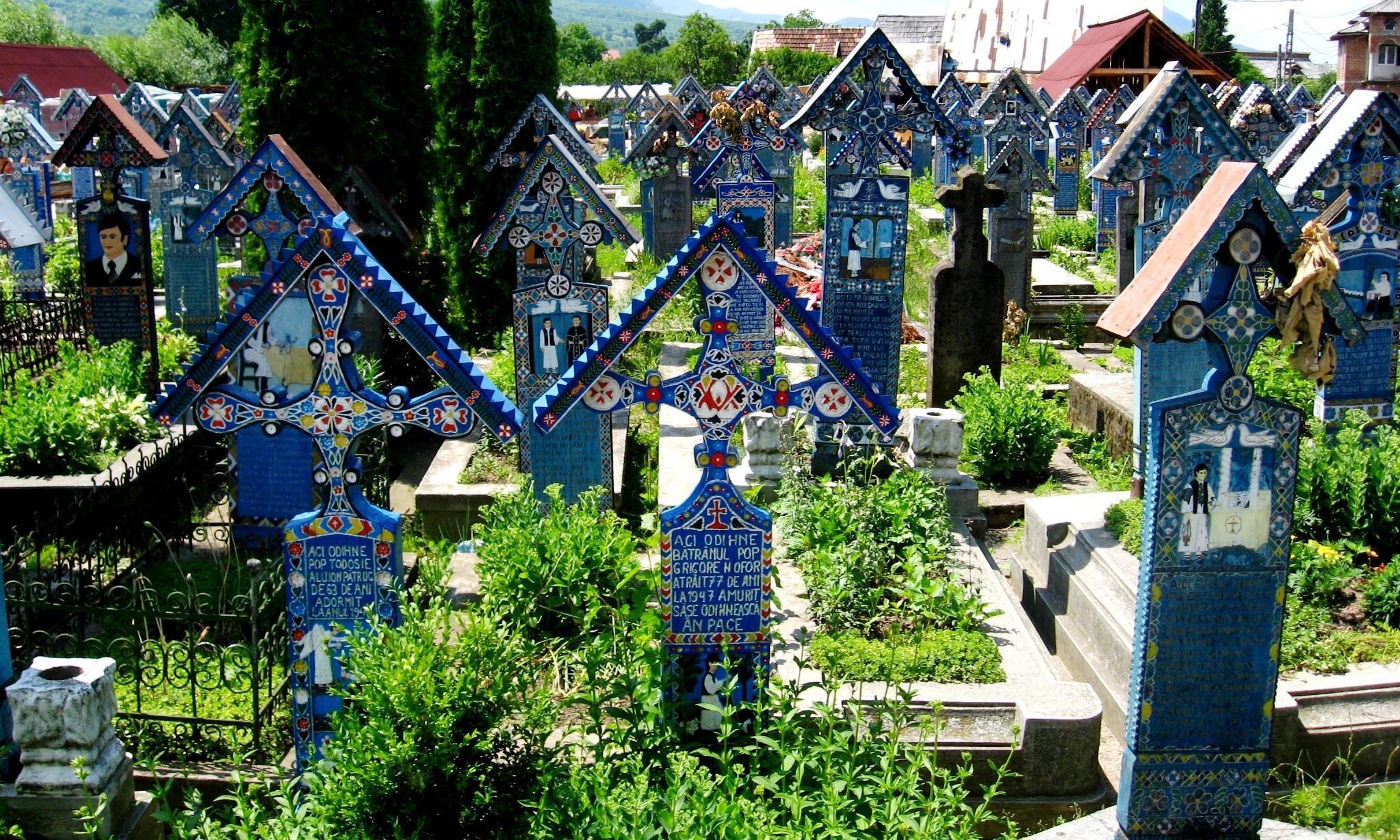 Cimitirul Vesel, cruci colorate în Albastru de Săpânța