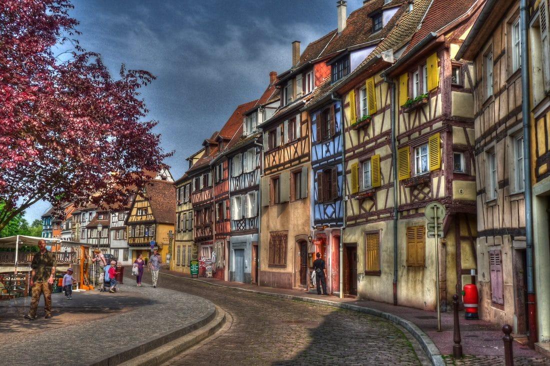 Edificiile multicolore sunt o emblemă a orașului