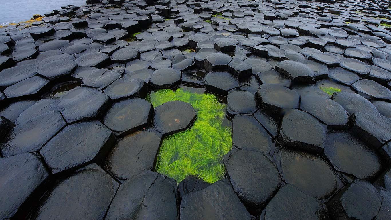 Giant's Causeway, rezultatul proceselor naturale care au sculptat lava unui fost vulcan
