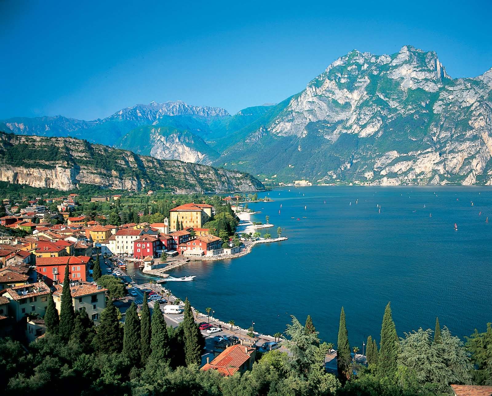 Lago di Garda - CEl ami mare lac din Italia