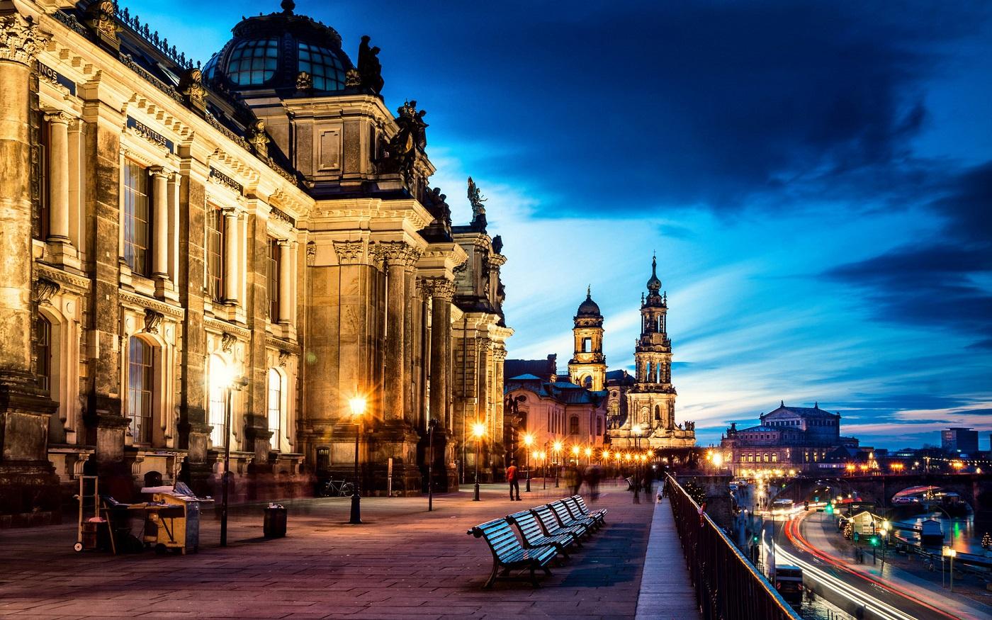 Oraşul este o îmbinare armonioasă între vechi şi nou