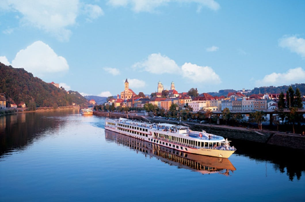 La plimbare pe Dunăre cu feribotul