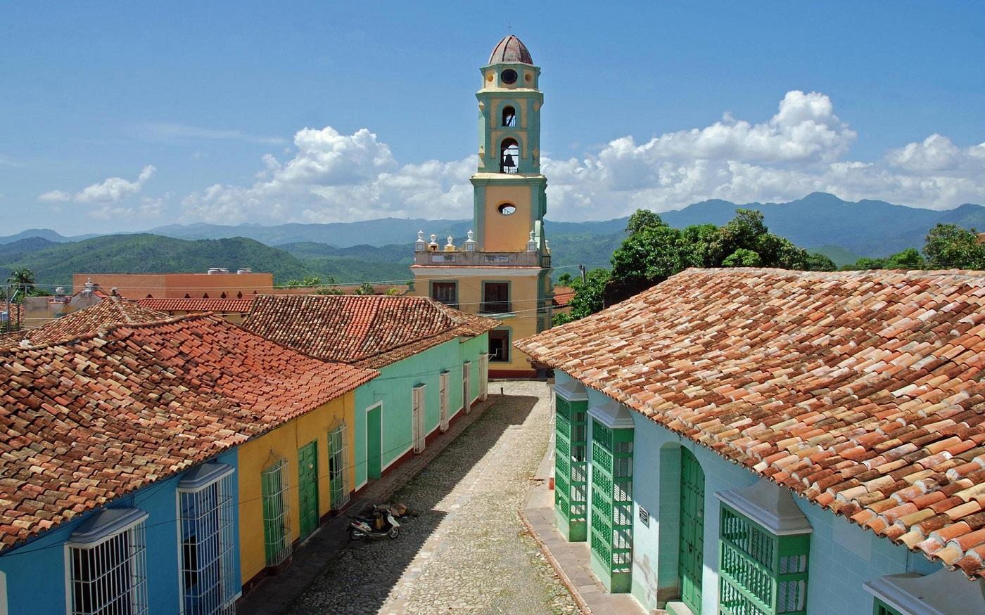 Străduțele înguste și casele vechi sunt o încântare pentru turiști!