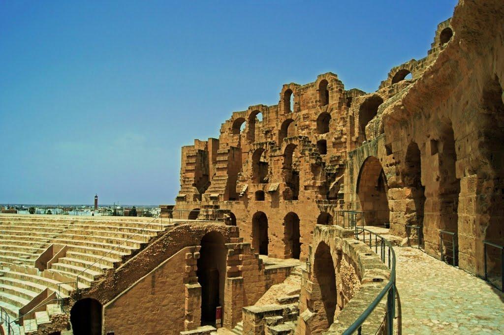 Turiştii pot face un tur complet al amfiteatrului