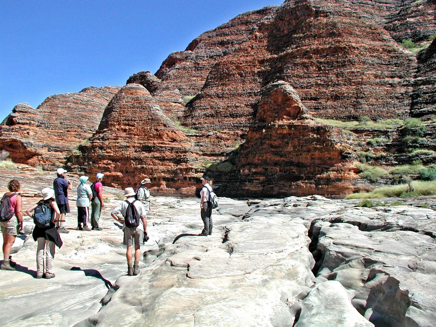 Turiștii admiră necontenit orizontul inedit