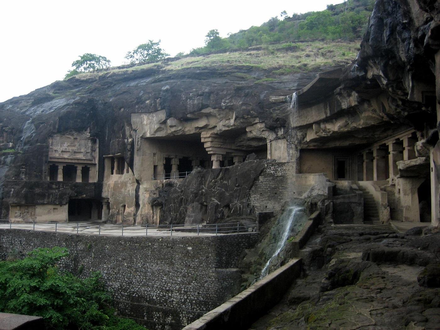 Aproximativ 30 de ani a durat sculptarea unui singur templu