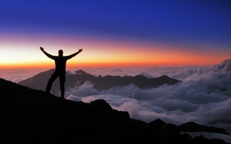 Apus de soare pe Muntele Elbrus