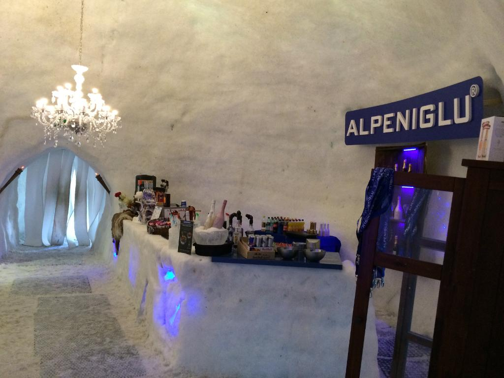 Barul de gheaţă din Alpeniglu