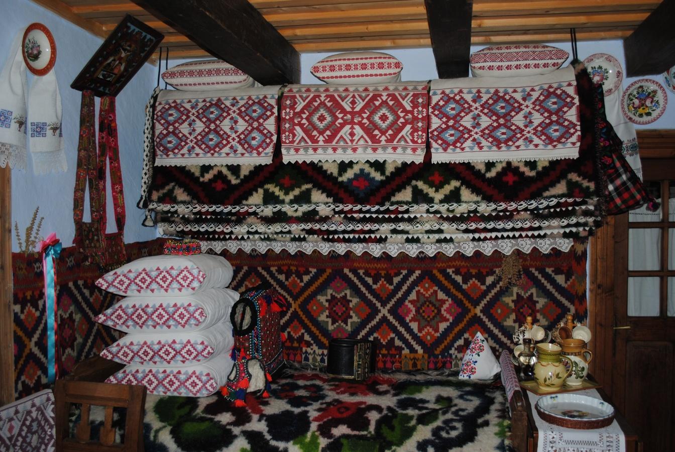 Cameră tradițională, Satul Sârbi
